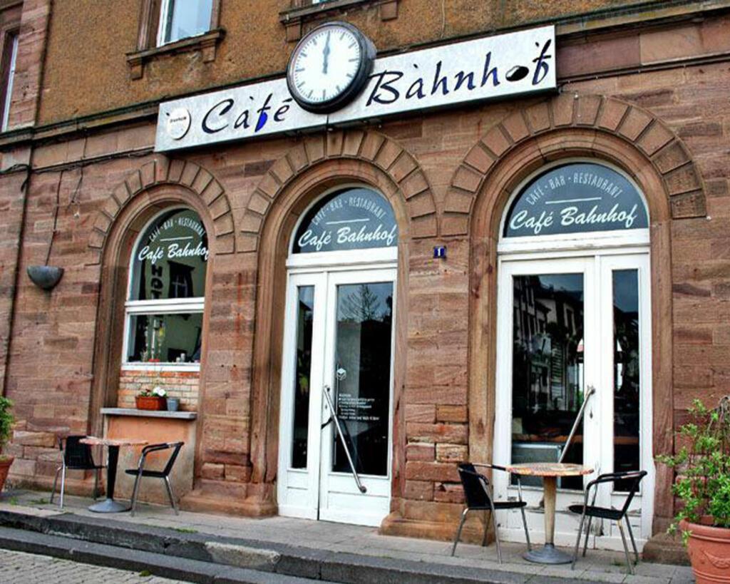 cafe_bahnhof_01